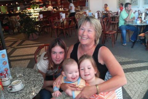 FOTKA - Babička s dětma