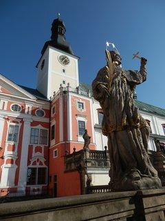 FOTKA - sochy v areálu Broumovského kláštera