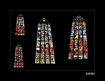 FOTKA - okna v  Chrámu svaté Barbory v KH