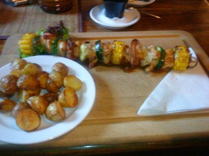 FOTKA - Moc dobré to bylo-špíz trojího masa a opečené brambory