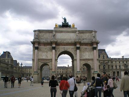 FOTKA - Malý vítězný oblouk a Louvre