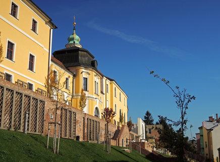 FOTKA - kaple biskupského gymnázia a jižní terasy na starém městě