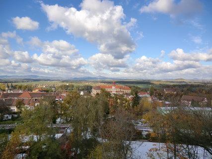 FOTKA - Pohled na zámek (dozvěděla jsem se, že má 181 místností)