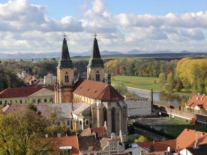 FOTKA - Mohutná stavba kostela