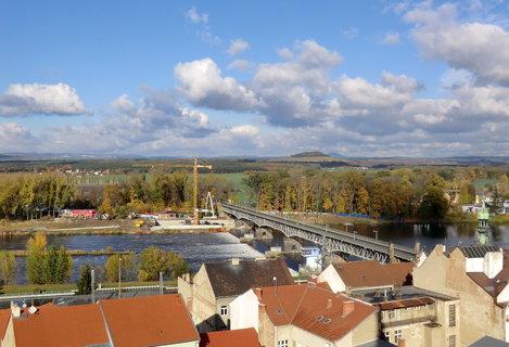 FOTKA - Pohled k mostu