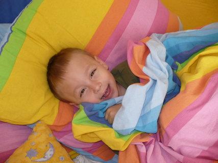 """FOTKA - """"Roštění"""" v posteli :-)"""