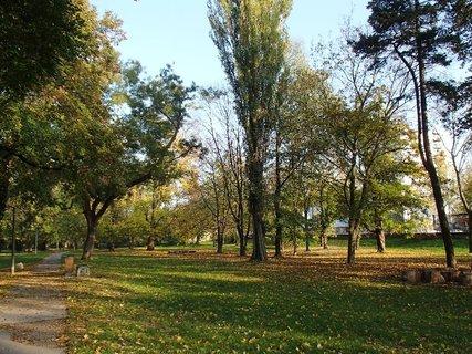 FOTKA - park na jese�