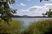 Máchovo jezero (v pozadí Bezděz)