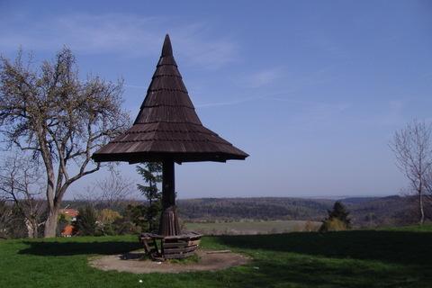 FOTKA - Kostelec nad Černými lesy - tenhle přístřešek je již minulostí..