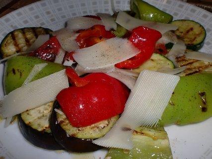 FOTKA - Grilovaná zelenina se sýrem Grana Padano