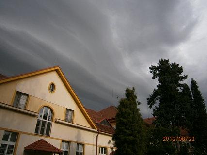 FOTKA - Hamzova odborná léčebna pro děti a dospělé-něco žene ,byla pak bouřina