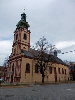 FOTKA - Kostelec nad Černými lesy - Farní kostel sv. Andělů strážných na náměstí