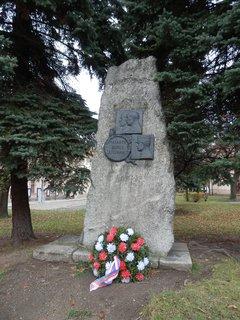 FOTKA - Kostelec nad Černými lesy - další pomník na náměstí
