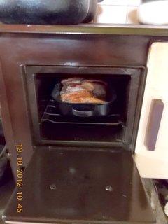FOTKA - říjen 2012-24-2-pečený vepřový v klasických kamnech na dřevo