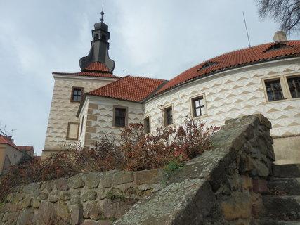 FOTKA - snaha o jiný pohled na zámek v Kostelci nad Černými lesy