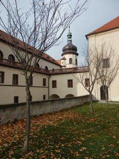 FOTKA - podzim u zámku v Kostelci nad Černými lesy