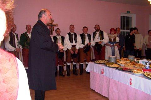 FOTKA - po mši byli pozváni návštěvníci kostela na raut