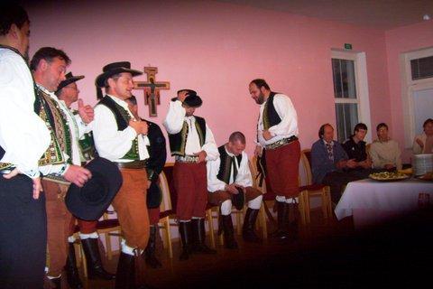 FOTKA - hanácký soubor z Velké Bystřice zpíval už v kostele