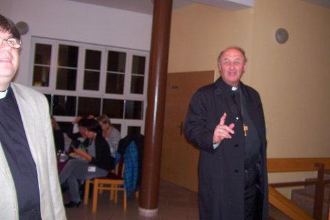 FOTKA - arcibiskup v civilu,se zanedlouho rozloučil