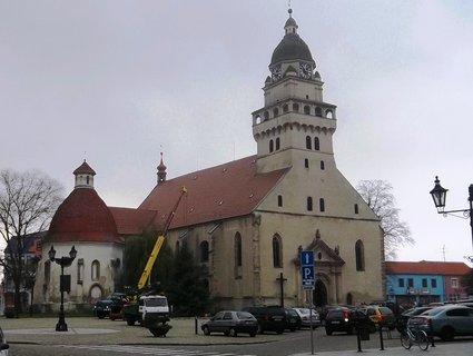 FOTKA - Skalica, Slovensko..náměstí s krásným kostelem
