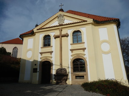 FOTKA - Dům Marie Terezie kněžny Savojské, původně zámecký špitál čili chudobinec, poskytoval ubytování starým sloužícím černokosteleckého zámku.