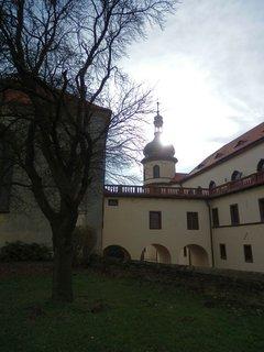 FOTKA -  zámek ze všech stran - v Kostelci nad Černými lesy