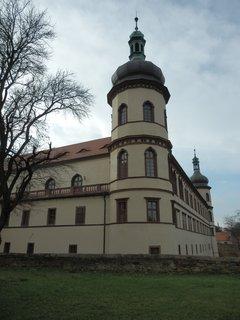 FOTKA -  zámek ze všech stran * v Kostelci nad Černými lesy