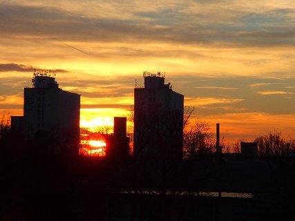 FOTKA - východ slnka.........