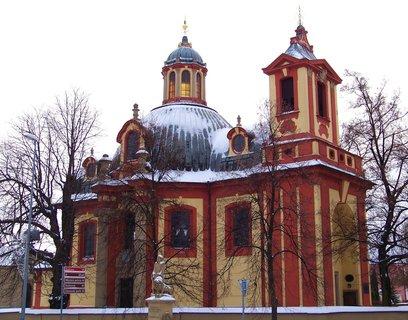 FOTKA - 13.12.2012, Kunratický kostel s holými stromy (na přání Olči)...