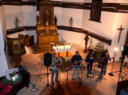 FOTKA - Adventn� koncert v kostele sv. Mikul�e ve Velin�ch