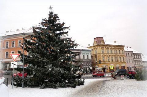 FOTKA - Náměstí s vánočním stromem