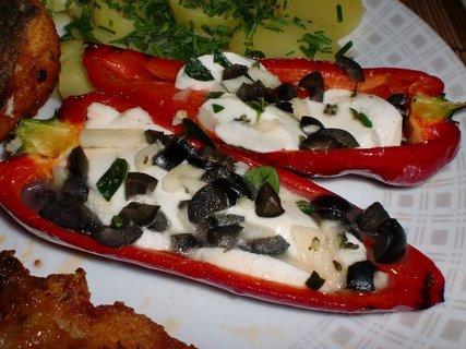 FOTKA - Papriky plněné mozzarellou a olivami