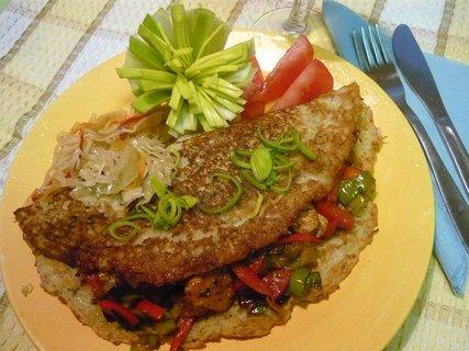 FOTKA - Pikantní kuřecí směs v bramboráku :o)