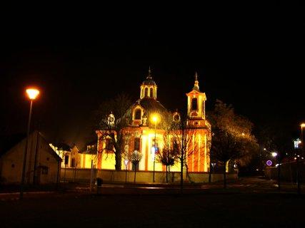 FOTKA - 22.12.2012, ve�ern� proch�zka, nasv�cen� kostel