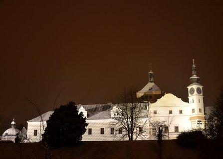 FOTKA - Pardubický zámek ve sněhové peřince