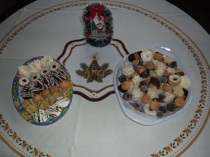 FOTKA - stůl s vánočním cukrovím