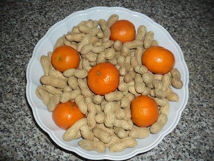 FOTKA - arašídy s mandarinkami