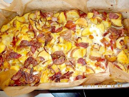 FOTKA - 22-25. 11-2012-6-zapečené fr.br, ze syrových brambor, se salámem a uzeným