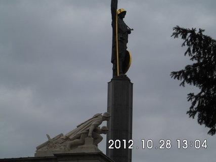 FOTKA - z�jezd do V�dn� 183, pomn�k Rud� arm�dy