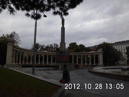FOTKA - zájezd do Vídně 185, pomník Rudé armády