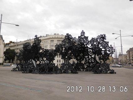 FOTKA - zájezd do Vídně 187, u pomníku Rudé armády