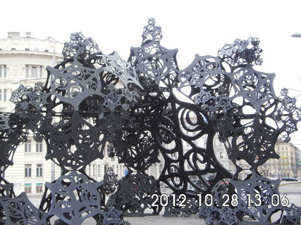 FOTKA - zájezd do Vídně 188, u pomníku Rudé armády