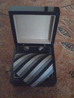FOTKA - Kravata a knoflíčky v dřevěné krabičce