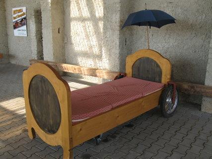 FOTKA - babiččina postel z filmu