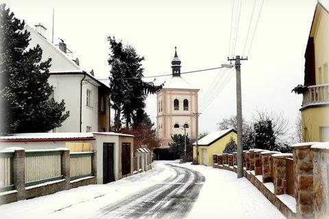 FOTKA - Zasněžená cesta ke zvonici