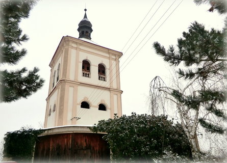 FOTKA - Zvonice u kostela