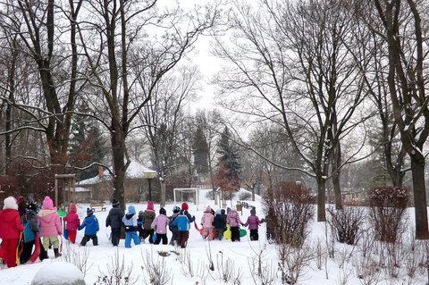 FOTKA - Děti si jdou užít sněhu