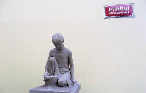 FOTKA - socha dívenky