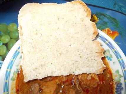 FOTKA - 6.-7.ledna 2013-6-vepřový guláš s domácím chlebem