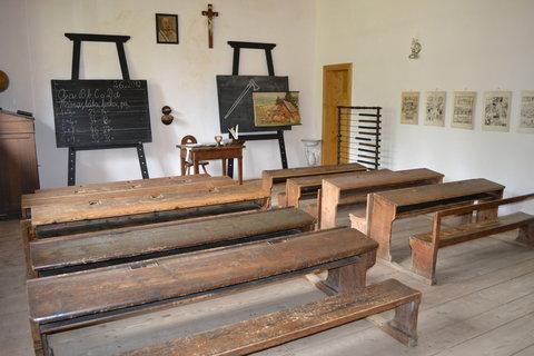 FOTKA - Škola z Vel.Karlovic, Miloňova..